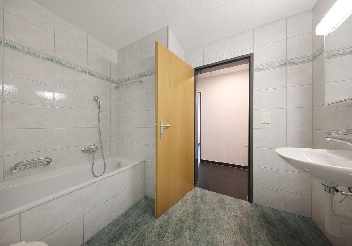 12_Obersee_Immobilien_Badezimmer_2